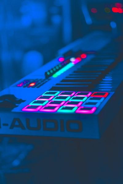 stand.fm (スタエフ) が楽しい理由 / 大人が楽しめる音声媒体であり、デザインも良くて最高
