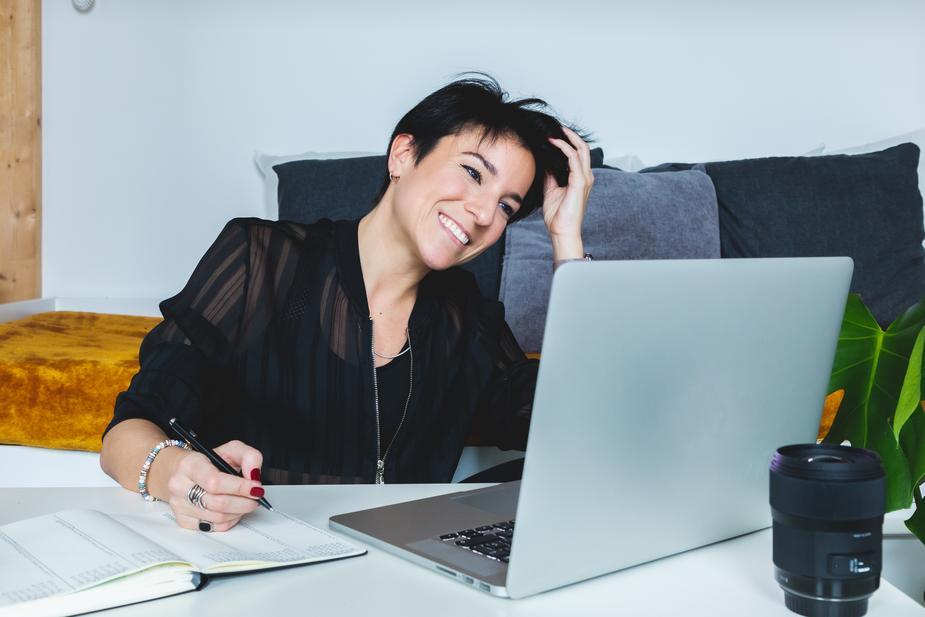 プロブロガーが成果が出ずに挫折しかけてるブログ初心者に半年で月収10万を超える方法を教える濃密個別相談会